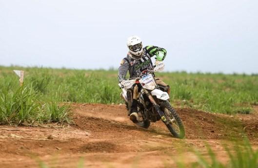 Fabrício Bianchini ficou com a segunda posição no pódio entre as motos (Luciano Santos/DFotos)