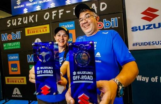 Suzana e Giuliano Rodrigues venceram o rali. Foto: Cadu Rolim / Suzuki