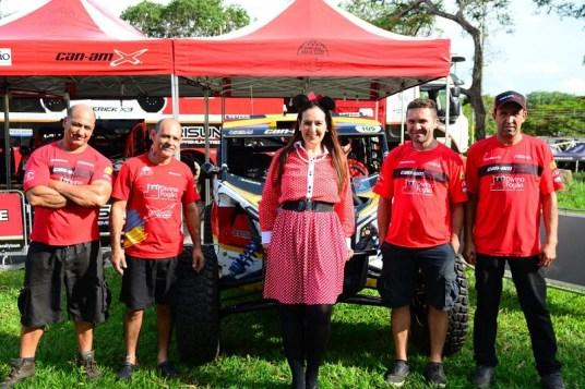 Minnie visita box da equipe Divino Fogão Rally Team (Lucas Carvalho/Photo Action)