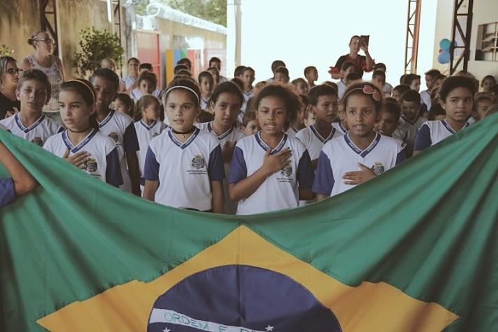 As crianças cantaram o Hino Nacional e o Hino de Araçatuba (Pedro Santos/Photo Action)