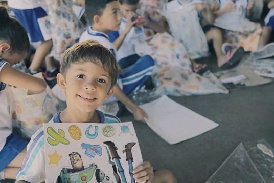 """Os alunos receberam Kits """"Sorria para o Rally"""" (Pedro Santos/Photo Action)"""