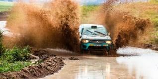 Piso escorregadio e lama não impediram duplas de acelerar. Foto: Tom Papp / Mitsubishi