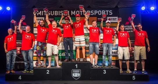 No fim de cada etapa, os melhores sobem ao pódio e são premiados (Foto: Tom Papp/Mitsubishi)