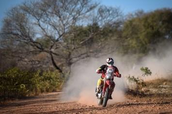Tunico Maciel manteve a liderança do Sertões nas motos (Gustavo Epifânio/Fotop/Vipcomm)