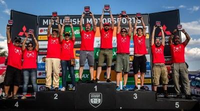 No fim de cada etapa, os melhores sobem ao pódio. Foto: Tom Papp/Mitsubishi