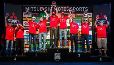 Pódio de Mitsubishi Motorsports. Foto: Tom Papp/Mitsubishi