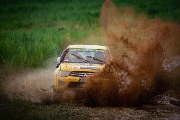 Com muita lama, Mitsubishi Cup desafiou duplas em Mogi Guaçu (Foto: Marcelo Machado de Melo/Mitsubishi)
