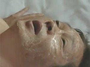 東早苗,ヘンリー塚本》顔に大火傷を負い、失明してしまった男をセックスボランティアする五十路熟女!