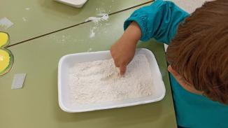 grafía vertical con harina, pan (8)