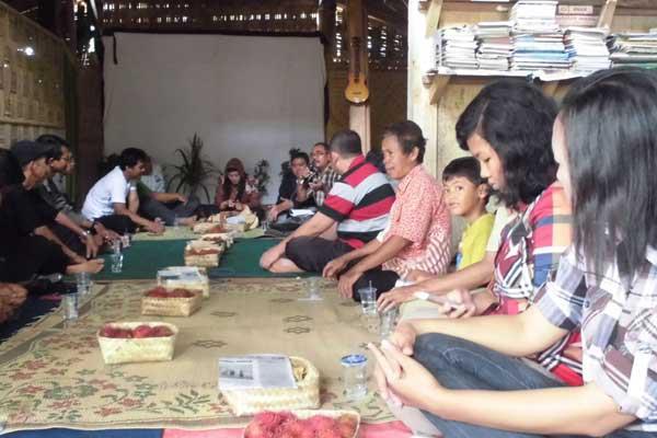 Diskusi tentang pertanian organik bersama Bp. Setiyarman dari Sukoharjo