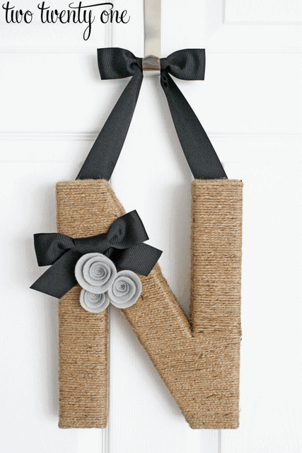 17 DIY handmade Gifts You'd actually want: monogramed wreath