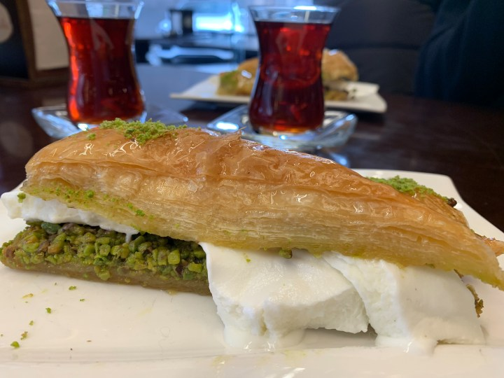 Istanbul_tunes&wings_Baklava2_travelguide