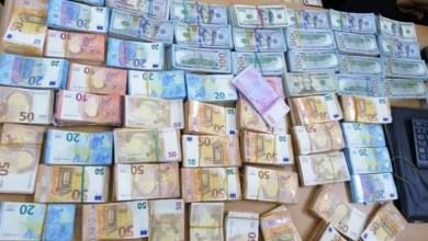 Photo of (صور) مصالح الحرس الديواني بين قردان تحجز مبلغا من العملة ألاجنبية المهربة بلغ مليون و877 الف دينار .