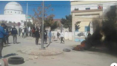 Photo of مكثر : مواطنون يحتجزون الوالي وأربعة نواب بسبب المنحة
