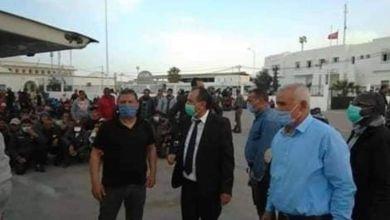 Photo of دخول دفعة جديدة من التونسيين العائدين من ليبيا .. والأطراف الأمنية والصحية بالمعبر تتجنّد لإتمام إجراءات العبور