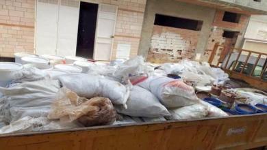 Photo of حجز مواد غير صالحة لصنع حلويات العيد داخل مخازن عشوائية