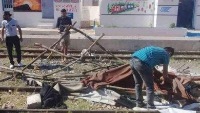 Photo of خيمة على الخط الحديدي لمنع قطارات الفسفاط من المرور..