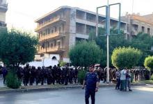 Photo of متظاهرون أمام السفارة الفرنسية في بغداد يحرقون صور ماكرون والعلم الفرنسي