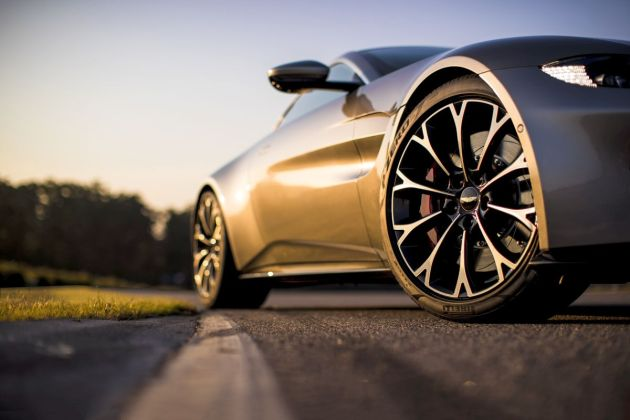 Aston Martin VantageTungsten Silver19 jpg