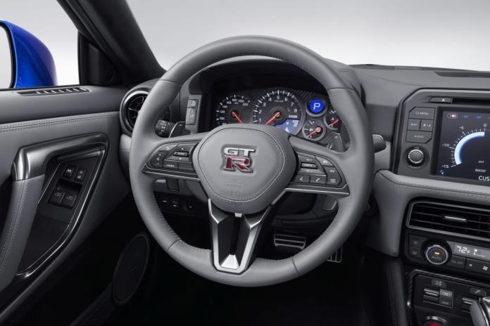 Nissan GT R 005