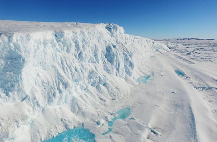 جبال جليدية تعتزم الإمارات جلبها