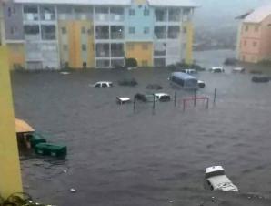 فيضانات في شوراع فلورياد نتيجة إعصار إيرما
