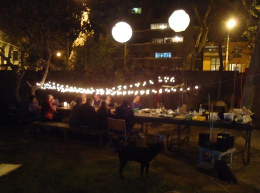 Detrás de cámaras de la producción y cena realizada por el aniversario de la revista Limonada en los jardines de Tupac.