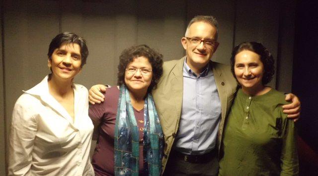 De izquierda a derecha, Nidia Hernández, Guillermo Barrios, Gisela Kozak y Marisela Valero, en el estudio. Foto Héctor Luna