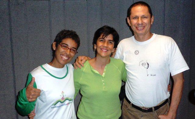 Cristina y Helios con Marisela en el estudio. Foto Héctor Luna