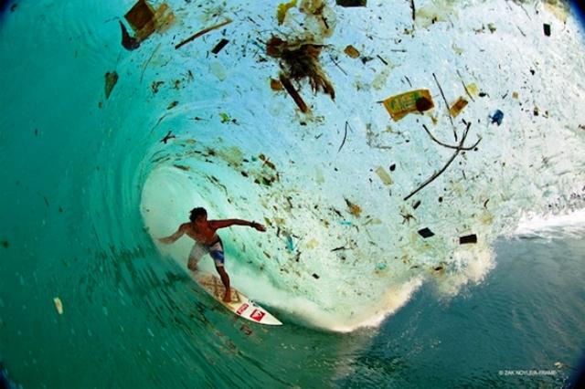 Las fotos de Zak Noyle sacuden al ver la basura en las olas