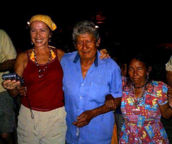 Valentina Quintero siempre cercana a la gente, valorando costumbres populares