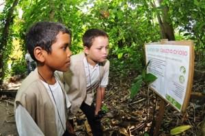 Los niños aprenden con el Sendero de Interpretación de la Naturaleza. Foto cortesía Fundación Tierra Viva