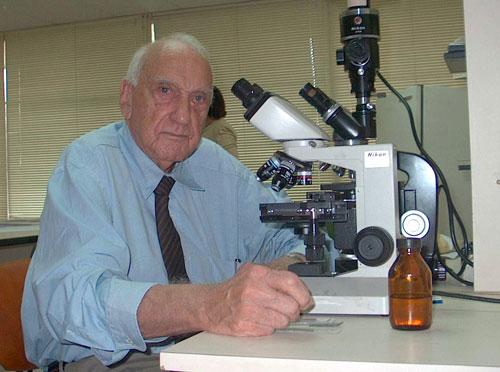 Siempre al frente de su laboratorio e investigaciones