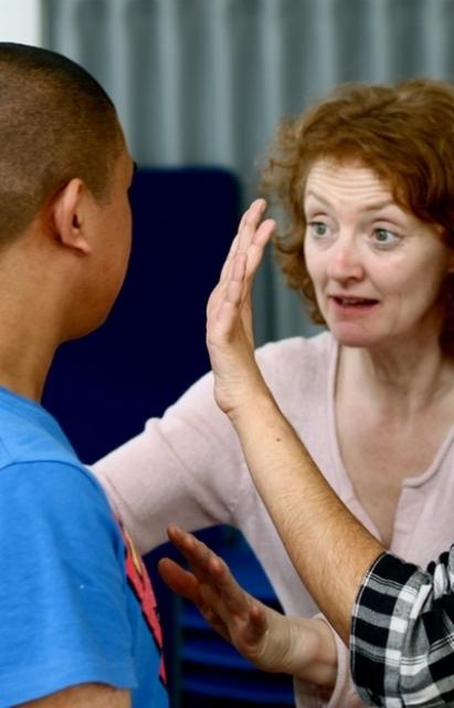 Kelly Hunter trabajando con los niños