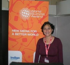 Nidia Hernández en El Cairo, recibiendo el World Summit Awards. Foto Marisela Valero