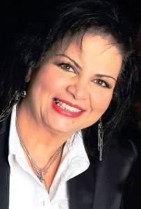 Adriana Marcano es arquitecto , dedicada a la sanación y el desarrollo humano holístico
