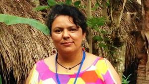 Defensora de los derechos indígenas