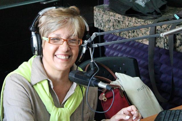 Elsy es también profesional de la radio