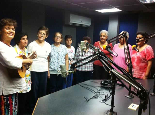 Voces Alegres de Chacao en el estudio