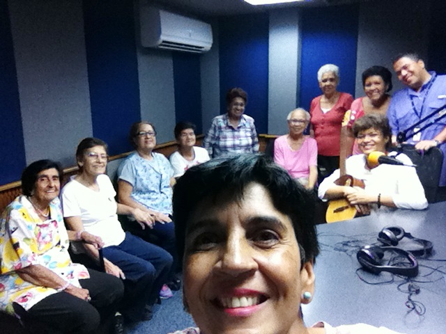 Las cantantes con Marisela Valero