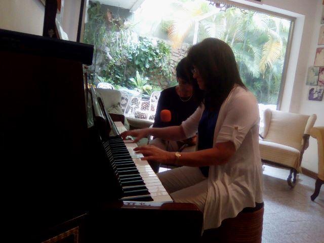 Durante la grabación Karine tocaba su piano. Foto Katia Gil
