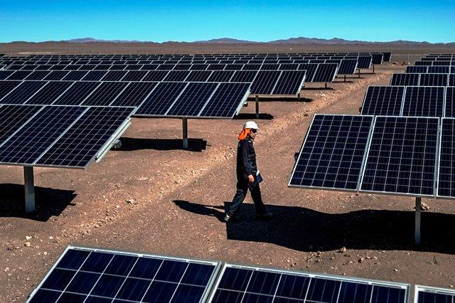 Paneles solares en el desierto de Atacama.