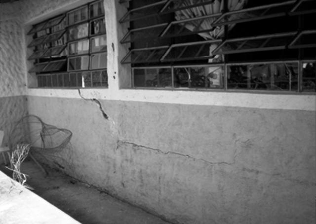 Agrietamiento por asentamiento en paredes de la escuela.Foto cortesia de Luisa Paez