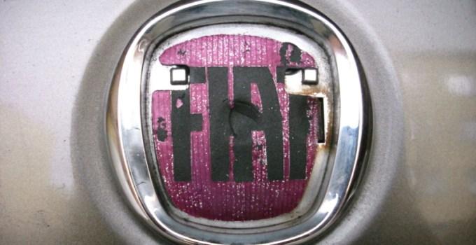 Emblemat Fiat na tylnej klapie Bravo