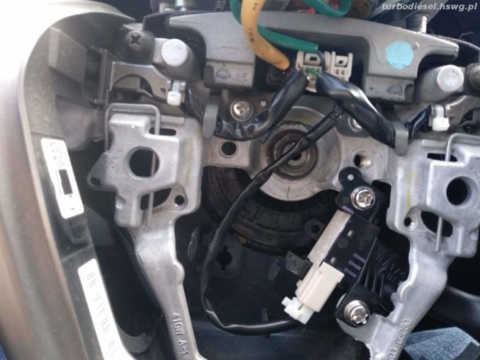 Założona manetka Avensis