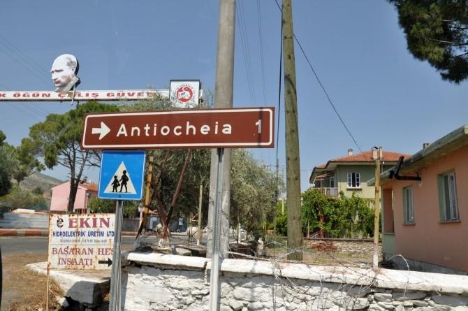 Kierunkowskaz do Antiochii nad Meandrem w miasteczku Başaran