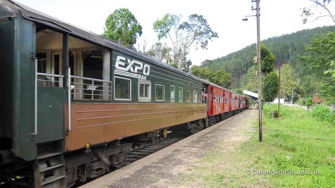 Expo Rail Sri Lanka har nogle gange åbne togvogne, så man kan stå udendørs af tage billeder af den smukke udsigt