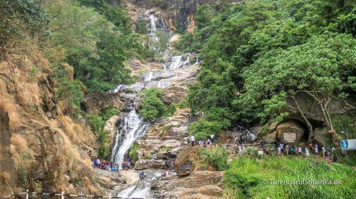 Ravana Ella Falls ligger i udkanten af Ella. Man passerer vandfaldet på vejen mod Tissamaharama og Sri Lanka's mest kendte nationalpark Yala