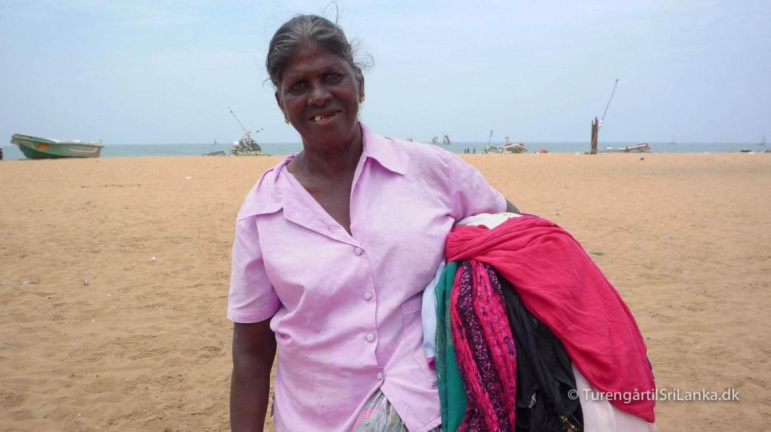 Strandsælger på stranden i Negombo