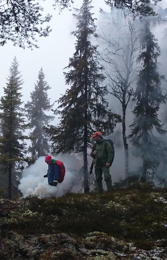 Det ble mye røyk når vi slukket bålet